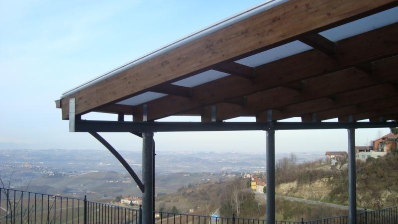 Pensilina in ferro, legno lamellare e copertura in policarbonato  Carpenteria metallica media ...