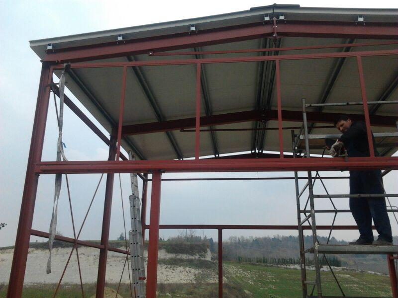 Struttura per capannone in ferro carpenteria metallica pesante secco s r l fabbro alba for Capriate in ferro