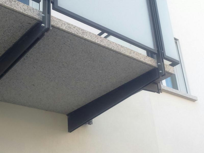 Gallery of ringhiera balconi con lastre di vetro satinate - Quanto costa una jacuzzi da esterno ...