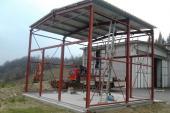Struttura per capannone in ferro con copertura in pannelli coibentati