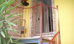 Scala interna con barriera, particolare pianerottolo