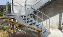 Scala di sicurezza in acciaio zincato con pianerottolo rotondo