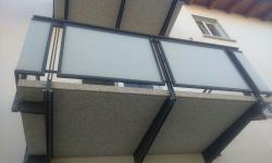 Ringhiera balconi con lastre di vetro satinate