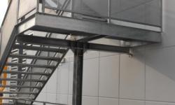 Scala di sicureza in acciaio zincato a due rampe