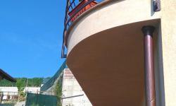 Ringhiera balcone in stile moderno, particolare testata del balcone curva