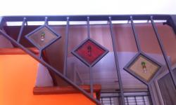 Ringhiera interna con decori in vetro