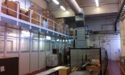Struttura tunnel per processi industriali con parte superiore adibita a soppalco